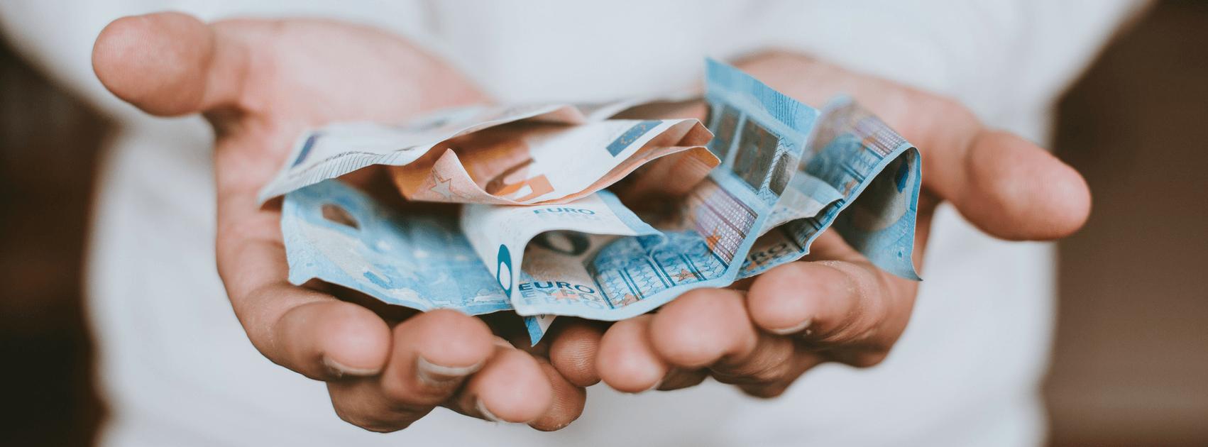Zvýšeniu platu prinieslo ruky plné penazí